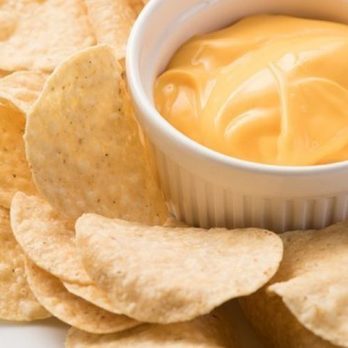 nachos-con-queso-cheddar