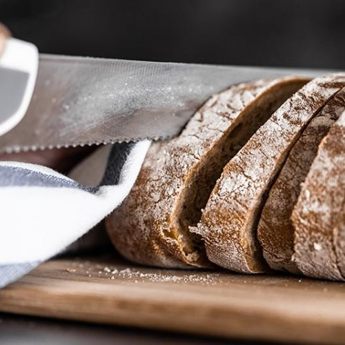 slicing-bread-picjumbo-com